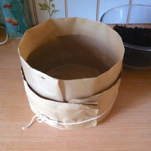 Lining the cake tin