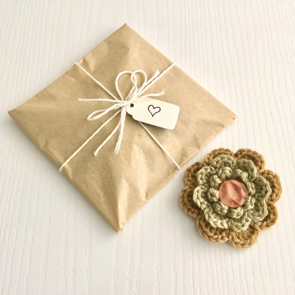 Woollen Flower Brooch with Eco-friendly Gift-Wrapping