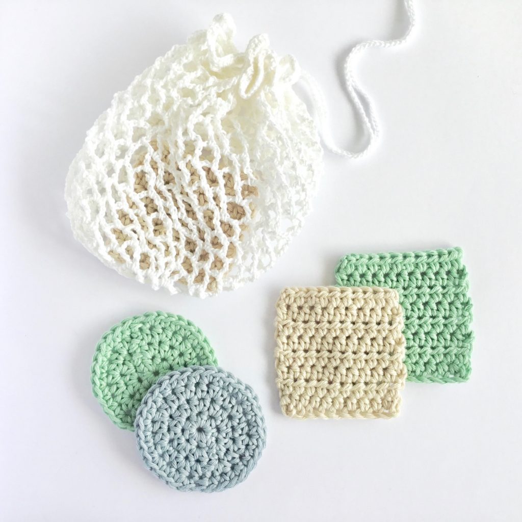 Crochet pattern for reusable makeup remover pads and drawstring mesh laundry bag
